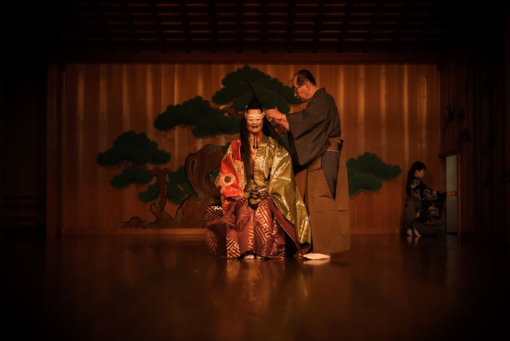 The ritual of the costume in Noh traditional theater.