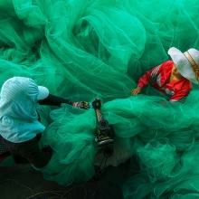 Sewing the fishing net